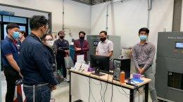 ศูนย์ความเป็นเลิศด้านเทคโนโลยีกักเก็บพลังงาน (CEST) ให้การต้อนรับ คณะผู้บริหารจากสำนักนวัตกรรมแห่งชาติ (NIA) ที่ให้เกียรติมาเยี่ยมชมผลงานวิจัยและโรงงานผลิตลิเธียมไอออนแบตเตอรี่ต้นแบบ วันที่ 30 มีนาคม 2564