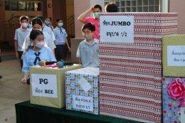 ตัวแทนนักเรียนมอบของขวัญ