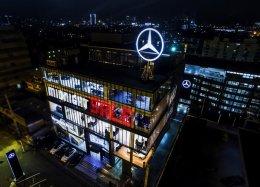 โชว์รูมรถ Mercedes-Benz Star Flag