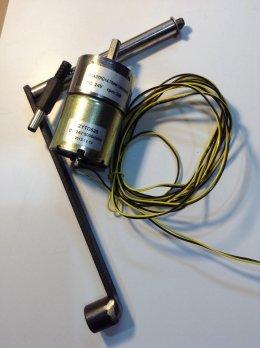 Hand Generator ชุดปั่นไฟมือหมุน 12VDC 300rpm พร้อมแกนปั่นสายต่อ DC Jack