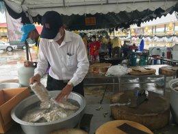 อดีตประธานหอการค้าสนับสนุนเนื้อปลากะพงยักษ์ทำอาหารกล่อง