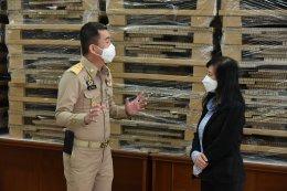 ดร.อรพินท์ เสริมประภาศิลป์ ที่ปรึกษาหอการค้าจังหวัดฉะเชิงเทรา มอบเตียงสนาม จำนวน 125 ชุด