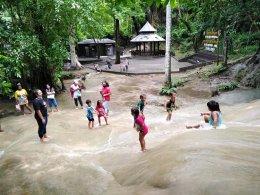 กิจกรรมพัฒนาผู้เรียนศึกษาแหล่งเรียนรู้ในชุมชนน้ำตกไทรโยคน้อย