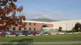มัธยมเเคนาดา_เรียนต่อแคนาดา_โรงเรียนมัธยม_School_District_22_Vernon_charles_bloom_school