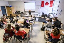 มัธยมเเคนาดา_Study_in_Canada_เรียนต่อแคนาดา_โรงเรียน_W_J_Mouat_Secondary