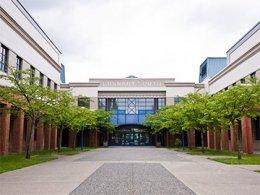 โรงเรียนมัธยมเเคนาดา_Study_in_Canada_เรียนต่อแคนาดา_Burnaby_School_District_Burnaby_South_Secondary