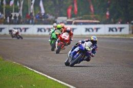โพลท – รัฐพงศ์ นักบิด ยามาฮ่า ไทยแลนด์ เรซซิ่งทีม บู๊สะท้านแทร็คเซนตูล!!! นำธงชาติไทยโบกสะบัดบนโพเดี้ยม...พร้อมลุ้นแชมป์สนามโฮมเรซในเมืองไทย