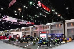 """ยามาฮ่า ดึง Johann Zarco นักบิด MotoGP เปิดตัว SCR950, XSR700,  M-SLAZ Limited Edition และ AEROX 155 สีใหม่ ที่บูธ """"Yamaha Riders' Community"""" ในงาน Motor Expo 2017"""