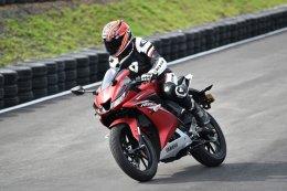 Test Ride : All New YAMAHA YZF-R15 ขีดสุดสปอร์ตไบค์ 150 คลาส...สายพันธุ์ R-Series