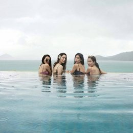 """""""แต้ว-แมท-มิ้นต์-มิว"""" รวมแก๊งเที่ยว ประเดิมภาพแรกชุดว่ายน้ำ"""