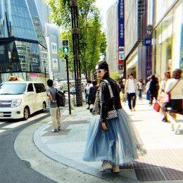 """""""ชมพู่ อารยา"""" คุณแม่สายสตรอง กระเตงลูกแฝดเดินช้อปปิ้งที่ญี่ปุ่น"""