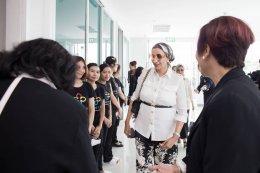 ชีคดาอิจ บิน อิสา อัลคาลิฟาเยี่ยมชม พราวิเนีย ทอดพระเนตรดูงานศาสตร์ความงามไทย