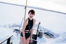 """""""เจี๊ยบ โสภิตนภา"""" ไม่กลัวหนาว โชว์หุ่นแซ่บประชันความขาวสู้หิมะ"""