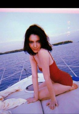"""เบาๆ """"ใหม่ ดาวิกา"""" ในชุดว่ายน้ำสีแดงเพลิงกับบิกินี่ตัวจิ๋ว ชิวทะเลรับร้อน"""