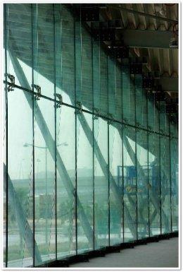 งานผนังกระจก,โชว์รูมสินค้า,กระจกพิเศษ