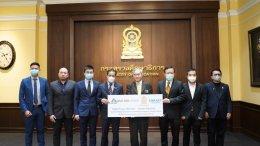 คุณวราวิช กำภู ณ อยุธยา ที่ปรึกษา รัฐมนตรีกระทรวงศึกษาธิการเพื่อมอบกล้องตรวจจับความร้อน 3 แบบ มูลค่า 576,900 บาท