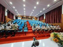 คุณสมชาย ประจักษ์สูตร กรรมการผู้จัดการ บริษัท ดิจิตอลโฟกัส และอาจารย์ปฐมพงศ์ ได้รับความอนุเคราะห์ให้เกียรติจากผู้อำนวยการวิทยาลัยเทคนิคลพบุรี ทำงานสำคัญ