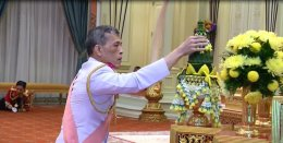 สมเด็จพระเจ้าอยู่หัว รัชกาลที่ 10 เสด็จขึ้นครองราชย์