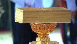 สมเด็จพระเจ้าอยู่หัว เสด็จฯ พระราชพิธีประกาศใช้รัฐธรรมนูญแห่งราชอาณาจักรไทย พ.ศ. 2560