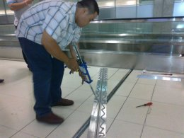 รูปติดตั้ง Floor Expansion Joint ชนิด Metal + Flexible insert @ Suvarnabhumi Airport