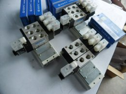 4v210-08 manifold
