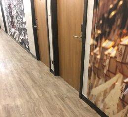 ประตูปิดผิวลามิเนตสำหรับบานหน้าห้อง โครงการ DINN Hotel