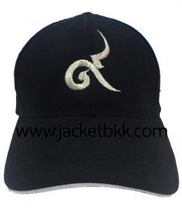 หมวกแก๊ปสีดำ ผ้าพีช ปักดิ้นเงิน เลขประจำรัชกาลที่ 9
