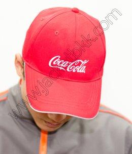 หมวกแก๊ปสีแดงพร้อมปักโลโก้ coca cola
