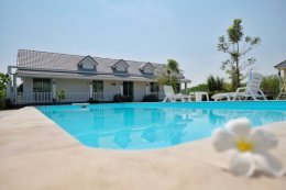 A single house for rent and monthly rental in Hin Lek Fai subdistrict, Hua Hin district near popular tourist destinations. Close to the natural quiet and private.