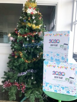 Give gifts to customers, During the New Year festival