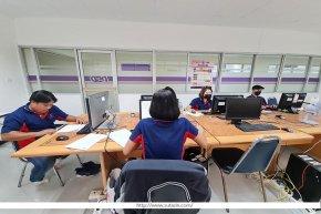 ทีม Data Staff เข้าปฏิบัติงานตรวจสอบและนำเข้าข้อมูลการประชุมล่าช้าเนื่องจากสถานการณ์โควิด-19 กรมพัฒนาธุรกิจการค้า