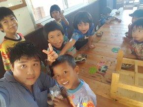กิจกรรมเพื่อสังคมของบริษัท เดย์ อินเตอร์ฟู๊ดส์ 24.7.59 พาพ่อเลี้ยงอาหารเด็กกำพร้า มูลนิธิเด็ก สาย4