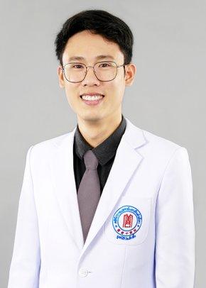 แพทย์จีน ธนชาติ จิรธรรมคุณ  (หมอจีน โจว ต้า เหอ)