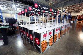 อุปกรณ์ออกบูธ Pizza Hut โต๊ะชงชิมและ Roll Up