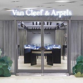 Van Cleef & Arpels เปิด Pop-up Boutique ใจกลางกรุงเทพฯในบรรยากาศที่แสนโรแมนติก ในบรรยากาศที่แสนโรแมนติก ระหว่าง 22 ตุลาคม 2020 - 15 เมษายน 2021 พร้อมคอลเลคชั่น Alhambra สัญลักษ์ประจำเมซงมาตั้งแต่ปี 1968