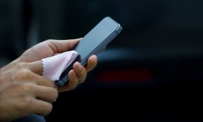 """วิธีทำความสะอาด """"โทรศัพท์มือถือ"""" ให้ปลอดภัยจากเชื้อโรค"""