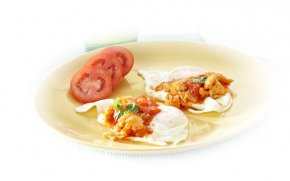 Fried egg with sweet & sour sauce