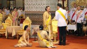 ในหลวง พระราชินี ทรงบำเพ็ญพระราชกุศลเนื่องในวันคล้ายวันพระบรมราชสมภพ รัชกาลที่ 9