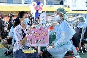 หลังฉีดวัคซีนโควิดให้นักเรียน หากเกิดผลข้างเคียง ยื่นเรื่องรับเงินช่วยเหลือเบื้องต้นจาก สปสช.ได้