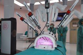 เปิดศูนย์ผ่าตัดรพ.ราชวิถี พร้อมหุ่นยนต์ตัวแรกของสธ.
