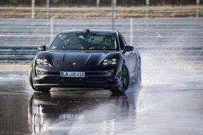 Porsche Taycan ดริฟท์ทำลายสถิติ Guinness World Records™