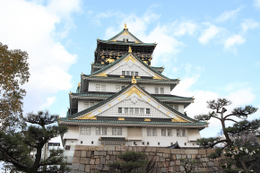 Osaka Castle Tower is popular as a symbol of Osaka. Museum of history inside the castle introduces a variety of cultural assets.
