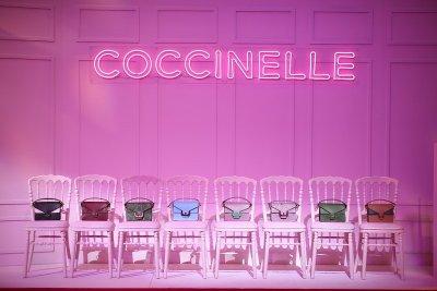 """""""คิมเบอร์ลี่"""" แขกคนพิเศษของแบรนด์ """"ค็อกชิเนลเล่"""" (Coccinelle) ร่วมฉลองเปิดร้านคอนเซปต์ใหม่ ที่เซ็นทรัลเวิลด์"""