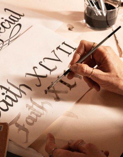 """เฮนเนสซี่ ร่วมกับ FAITH XLVII ศิลปินอาร์ทผ่านมาสเตอร์พีซใหม่ """"เฮนเนสซี่ เวรี่ สเปเชียล ลิมิเต็ด อิดิชั่น บาย เฟธ47"""""""