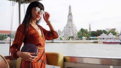"""ส่องแฟชั่น เหวินจวิน (Wenjun) Influencer ชาวจีน คอมพลีทลุคสวย ถือกระเป๋าแบรนด์หรู """"เปเลวา"""" (PELLEVAH)"""