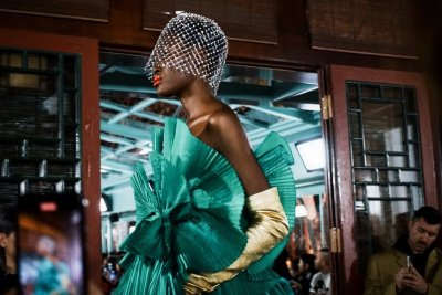 การเผชิญหน้าของสองวัฒนธรรมที่แตกต่าง สู่คอลเลกชั่นชวนฝัน Valentino Haute Couture