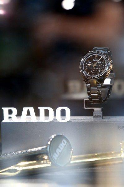 """""""RADO"""" สะท้อนตัวตนผ่านแฟชั่นดีไซน์คอลเลคชั่นพิเศษ รังสรรค์ความอลังการโดย ขวัญข้าว เศวตวิมล"""