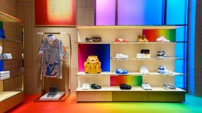 """Louis Vuitton จัดงาน """"หลุยส์ วิตตอง เอ็กซ์คลูซีฟ ปาร์ตี้ สุภาพบุรุษ โดย เวอร์จิล แอบโลห์ ครั้งแรกในไทย"""