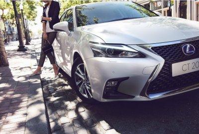 """สัมผัสสุดยอดยนตกรรมไฮบริดแฮทช์แบค ที่สมบูรณ์แบบยิ่งขึ้น Lexus CT200h โฉมใหม่ """"LIVE PLAY FUN"""""""