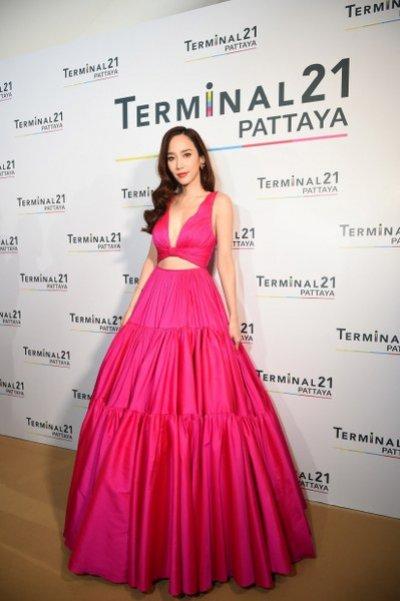 """""""Terminal21 Pattaya"""" เปิดท่าอากาศยานแห่งการช้อปแห่งใหม่ ด้วย """"อั้ม"""" พัชราภา ไชยเชื้อ และ ณเดชน์ คูกิมิยะ"""